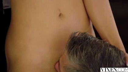 Мулатка ебется с репетитором по игре на рояле раком в бритую вагину №1