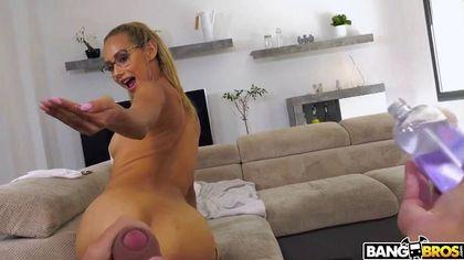 Муж решил снять приватное видео с горячей женой, обожающей скакать пиздой на его сочном хую №1