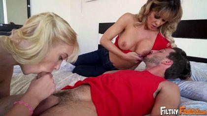 Милфа помогает молодой подруге ебаться с ее хуястым атлетичным бойфрендом №2