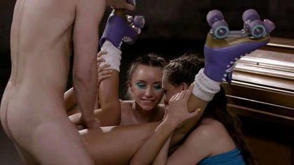 Агент соблазнил и выебал без презерватива моделей у себя в студии №8