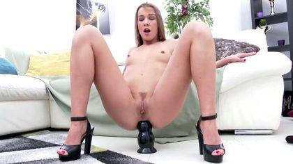 Девушка согласна быть пущенной по кругу латиносами и неграми с длинными пенисами №2