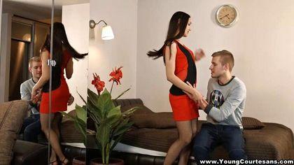 Красавчик натирает язычком пизденку девушки в оранжевом платье перед тем, как жестко трахнуть №3
