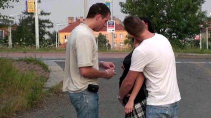 Два пацана на улице выебали девушку в платье раком и накормили кончой №1
