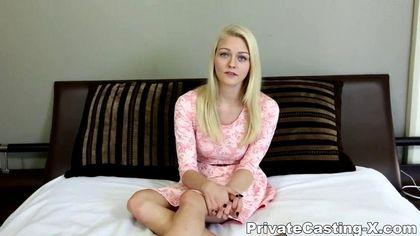Красотка согласилась снять розовое платье в отеле и потрахаться с незнакомцем №2