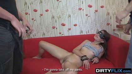 Пацан продал секс с девушкой соседу и посмотрел на измену на красном диване №2