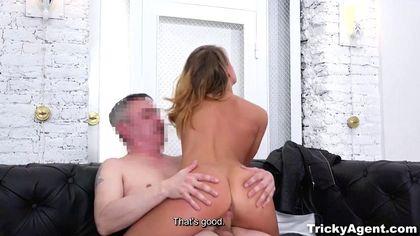 Седой режиссер снял голую актрису и натянул на возбужденный хрен №7