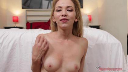 Блондинка сосет толстый член и получает сперму на лицо в pov видео №10