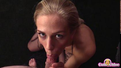 Блондинка в колготках красиво сосет член в порно видео от первого лица №6