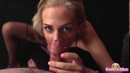 Блондинка в колготках красиво сосет член в порно видео от первого лица №8