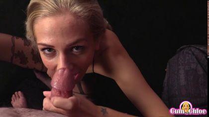 Блондинка в колготках красиво сосет член в порно видео от первого лица №9