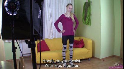 Худая блондинка дает в промежность агенту на своем первом порно кастинге №2