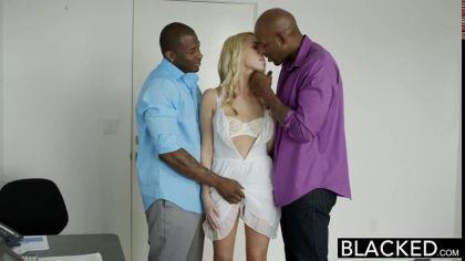 Блондинка трахается с двумя неграми и громко стонет от нереального кайфа №2