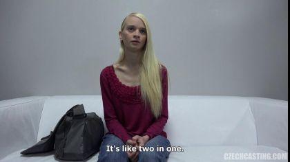 Блондинка показала, как дрочит письку секс игрушкой на порно кастинге №2