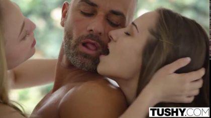 Девушка получает член в попку во время жаркого ЖМЖ секса с друзьями №3