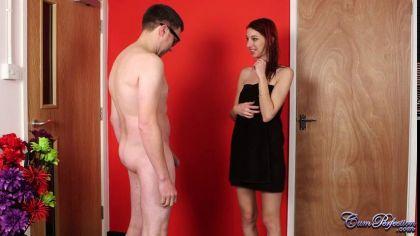 Тощая девица с аппетитом сосет член мужика и получает сперму в рот №3