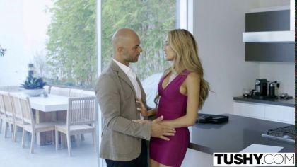 Блондинка дала в попку лысому чуваку после того, как он ей отлизал №2