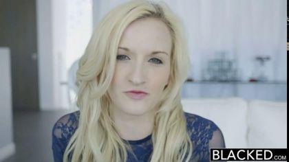 Блондинка встала раком, чтобы трахнуться в сочную письку с негром №1