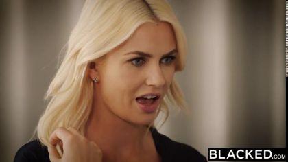 Блондинка изменяет своему бойфренду и трахается раком с темнокожим другом №1