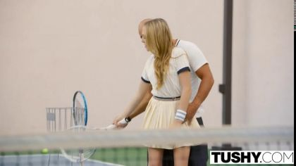 Тренер по теннису трахает в анал блондинку с маленькими сиськами №1