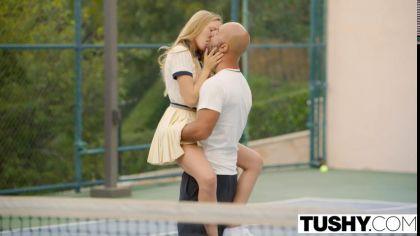 Тренер по теннису трахает в анал блондинку с маленькими сиськами №2
