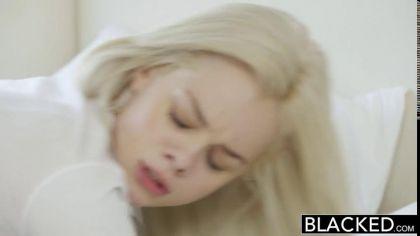 Блондинка сосет черный член и трахается с негром во всех удобных позах №7