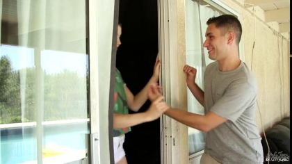 Молодая соседка отлично сосет крепкий член парня и пробует сперму №1