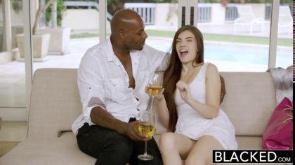Огромный черный член в киске красотки довел ее до яркого оргазма №3