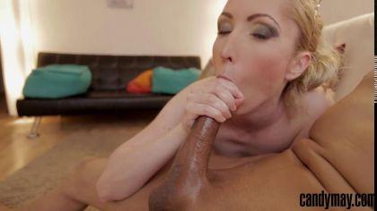 Блондинка заглатывает глубоко член и отсасывает в pov порно видео №5