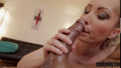 Блондинка заглатывает глубоко член и отсасывает в pov порно видео №6