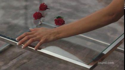 Брюнетку с натуральными сиськами красиво трахают раком на полу и на диване №9