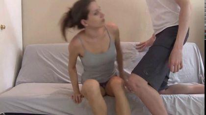Молодая красотка скачет в позе наездницы на члене своего бойфренда перед камерой №3
