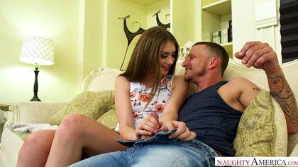 Байкер снимает джинсы и дает за щеку любовнице вставший хрен №2