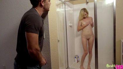 Блондинка давится во время секс-измены латинским толстым членом №6