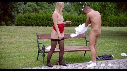 Тренер в парке на лавочке отодрал спортсменку в красном платье и чулках №7
