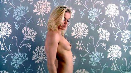 Блондинка дрочит и отсасывает елду зрелого электрика перед камерой №1